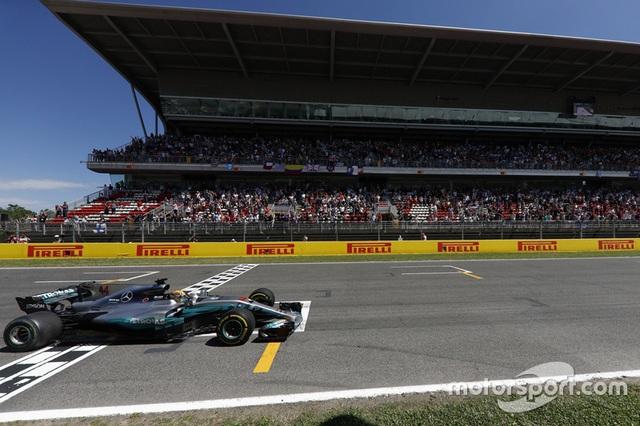 Vượt qua Vettel, Hamilton đăng quang tại Catalunya - 1