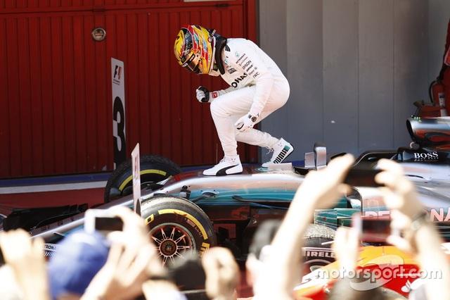 Vượt qua Vettel, Hamilton đăng quang tại Catalunya - 7