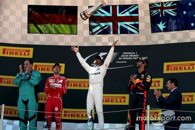 Vượt qua Vettel, Hamilton đăng quang tại Catalunya - 8
