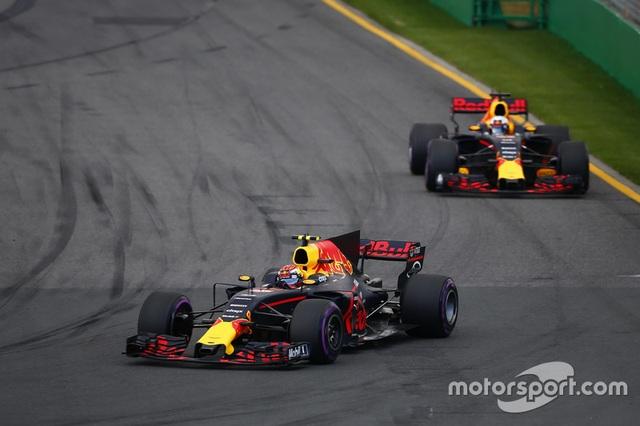 Lewis Hamilton có pole đầu tiên trong mùa giải F1 2017 - 11