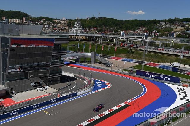 Vettel xuất sắc có pole tại Sochi - 1