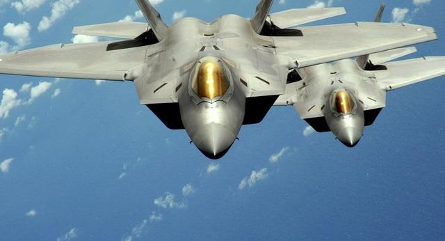 Hai máy bay chiến đấu F-22 Raptor của Không quân Mỹ (Ảnh: Sputnik)
