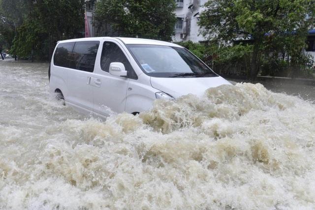 Cần làm gì khi ô tô bị ngập nước? - 1
