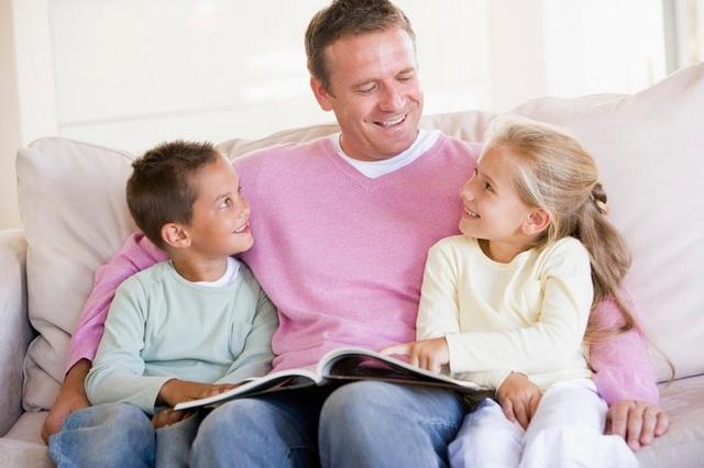 Người cha cần chủ động tạo gắn kết với con. (Ảnh minh họa)