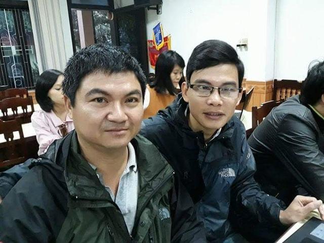 Ông Lê Ngọc Hướng, Phó Hạt trưởng Khu Bảo tồn Sao la (đeo kính) vào sang 7/11 tại Huế