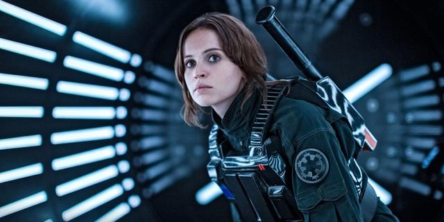 """Nữ diễn viên Felicity Jones trong """"Rogue One: A Star Wars Story"""" (Rogue One: Star Wars ngoại truyện), một trong những phim gây tiếng vang lớn, được sản xuất năm 2016, xoay quanh một nhân vật chính là nữ."""