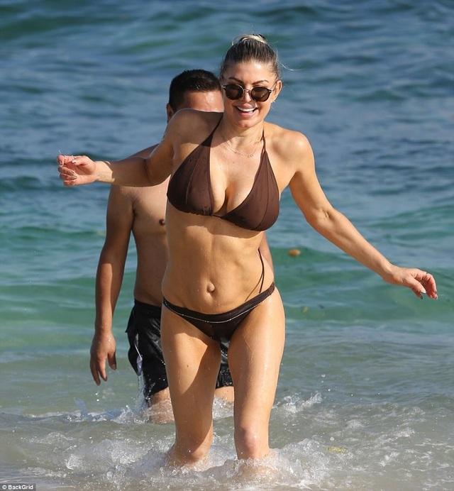Sinh con ở tuổi đã cao nhưng Fergie vẫn hoàn thành trách nhiệm của một người mẹ thật tuyệt vời. Điều này được chính chồng cô ghi nhận.