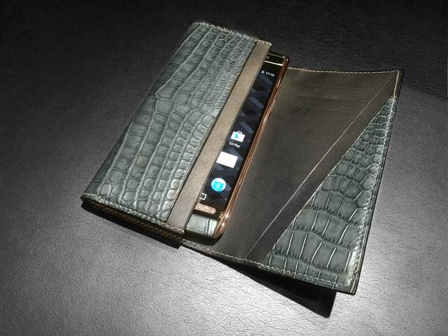 Ngắm mẫu Vertu Signature Touch được chế tác giá 500 triệu đồng - 9