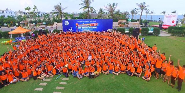 Hoạt động đã thu hút tới hơn 1.000 cựu sinh viên, thầy cô giáo tham gia