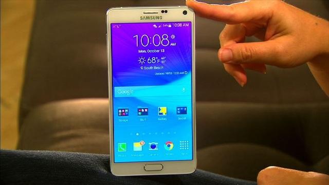 Galaxy Note4 sở hữu màn hình 5.7-inch độ phân giải 2K, chip xử lý Snapdragon 805, RAM 3GB, và có pin 3220 mAh.