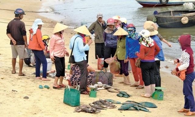 Ngư dân chịu nhiều thiệt hại vì sự cố môi trường biển miền Trung. (Ảnh: TL)