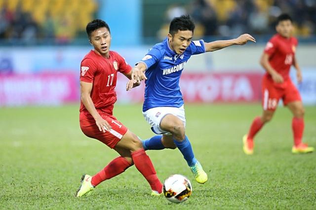 Than Quảng Ninh (xanh) là đội chơi hay hơn - Ảnh: Gia Hưng
