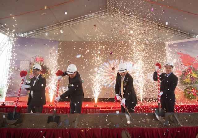 Lãnh đạo FPT và Bộ TT&TT trong lễ Khởi công toà nhà FPT Tower.