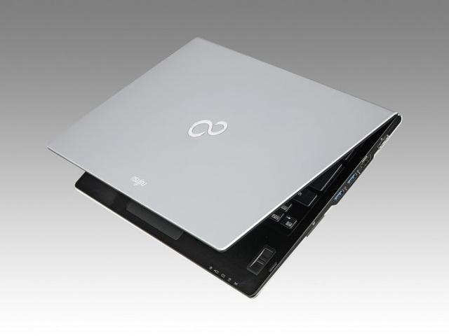 Laptop LIFEBOOK U937 là máy tính nhẹ nhất trên thế giới hiện nay