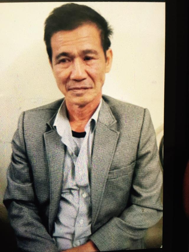 Sau 26 năm trốn lệnh truy nã, Nguyễn Hoài Thanh, đối tượng chuyên lừa bán phụ nữ qua biên giới, đã phải tra tay vào còng (ảnh: CAND)
