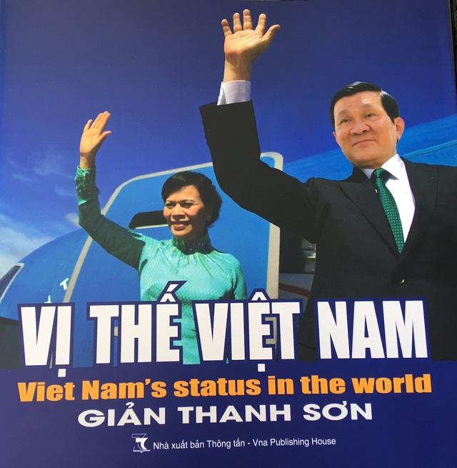 Bìa cuốn sách ảnh song ngữ Vị thế Việt Nam