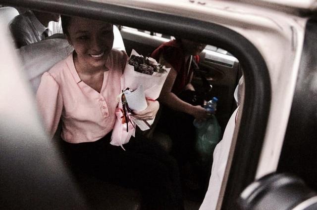 Phương Nga cùng người thân lên xe về nhà sau hơn 2 năm bị tạm giam.