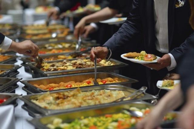 """""""Thánh ăn chùa"""" 14 năm đi viếng người lạ để """"tranh thủ"""" tiệc buffet - 3"""