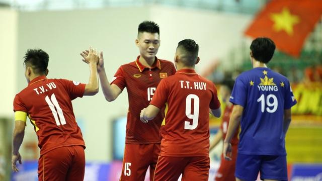 Cũng thi đấu quốc tế trong những ngày đầu năm mới là đội tuyển futsal Việt Nam