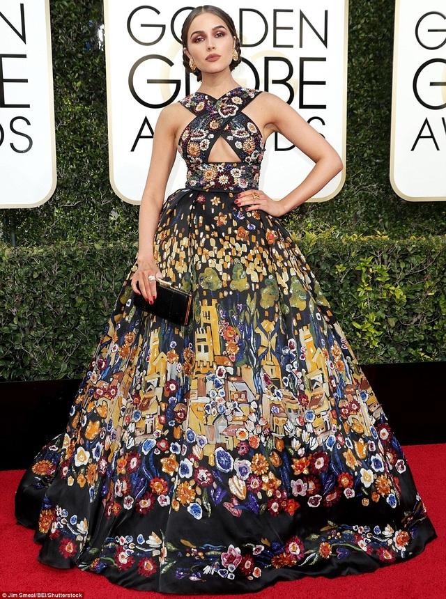 Bộ váy của cựu hoa hậu hoàn vũ Olivia Culpo bị chê rối mắt