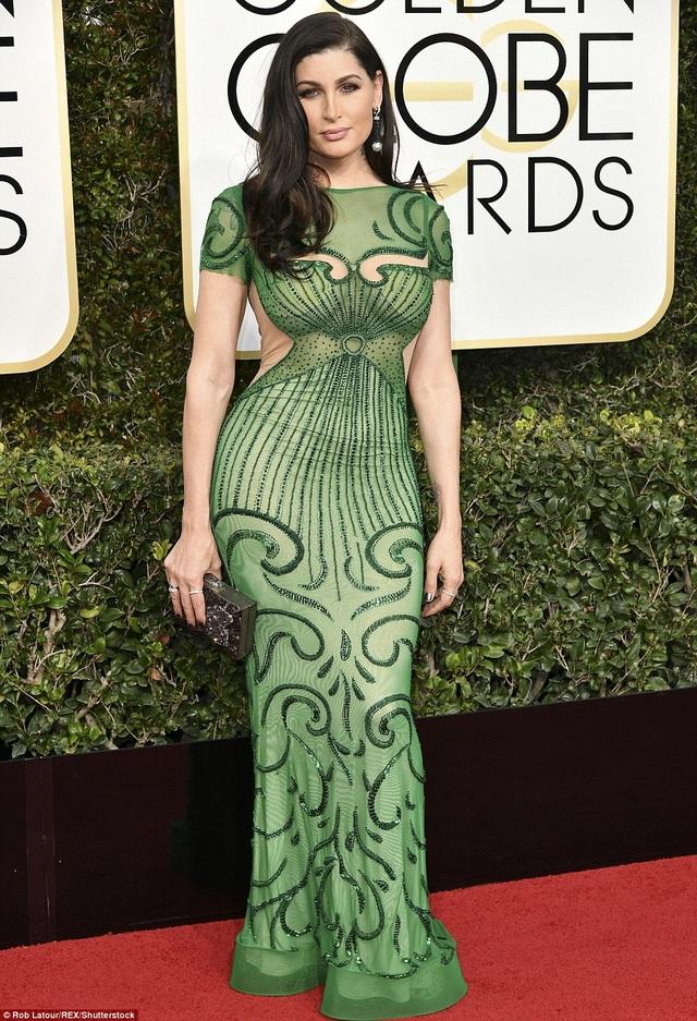 Trace Lysette bị chê vì váy màu xanh lá cây không phải màu mốt của năm nay