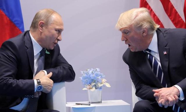 Tổng thống Trump và Tổng thống Putin thảo luận một loạt vấn đề trong cuộc hội đàm song phương đầu tiên kéo dài tới 2 giờ đồng hồ.