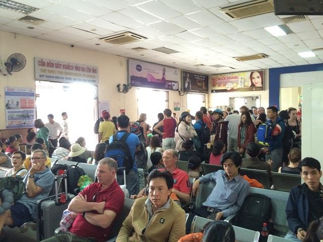 Hành khách chờ lên tàu tại ga Đà Nẵng