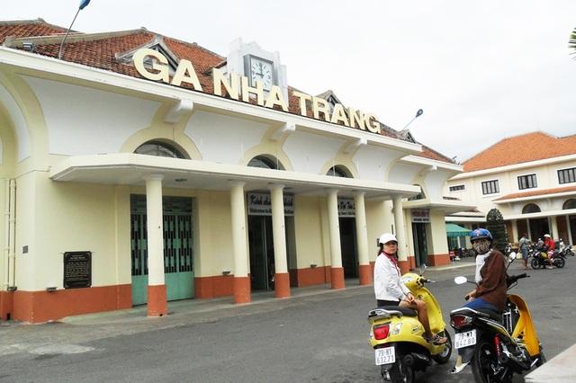 Khánh Hòa vừa kiến nghị di dời ga Nha Trang ra khỏi trung tâm thành phố vì gây nên tình trạng ùn tắc giao thông, ảnh hưởng đến thành phố du lịch