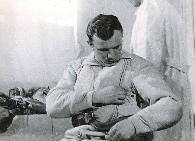 Ngày 8/4/1961, vượt qua nhiều ứng cử viên tiềm năng khác, Yuri Gagarin chính thức được chọn là phi hành gia trên chuyến bay có người đầu tiên trong lịch sử nhân loại. Gherman Titov là phi hành gia thứ hai được chọn cho chuyến bay lịch sử cùng Yuri Gagarin.