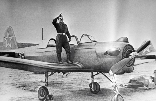 Ngày 27/10/1955, ở tuổi 21, Gagarin được cử tới trường đào tạo phi công không quân Chkalov tại Orenburg. Năm 1957, Gagarin đã tốt nghiệp trường này và nhận tấm bằng loại A dành cho sinh viên xuất sắc.