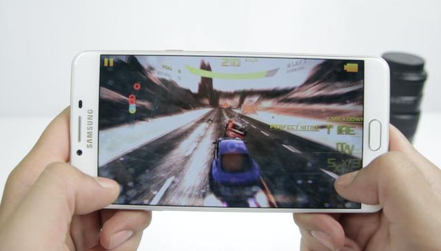 Trải nghiệm nhanh khả năng chơi game trên mẫu Galaxy C9 Pro - 1
