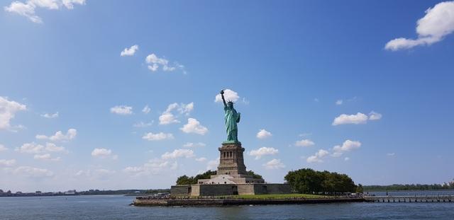 Tượng Nữ thần Tự Do nổi tiếng thế giới.