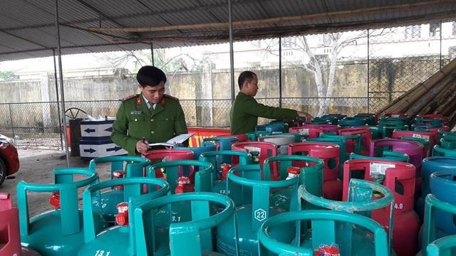 Gần 200 bình gas được Út cất giữ trái phép để dịp tết đem ra bán kiếm lời