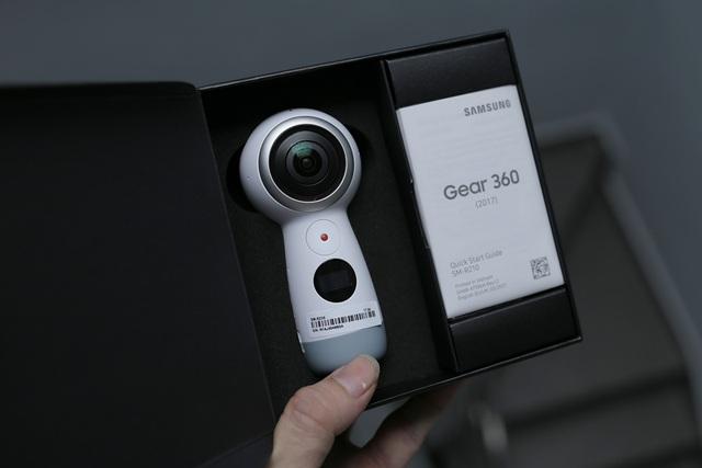 Người dùng cũng có thể dễ dàng chuyển đổi video 360 sang các định dạng chuẩn khác để dễ dàng chia sẻ các nội dung với bạn bè.