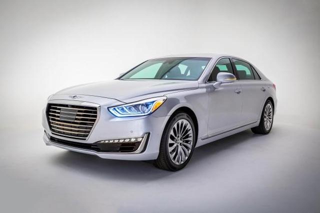 Từ cuối năm 2015, Huyndai đã nâng cấp dòng xe Genesis trở thành một thương hiệu xe sang riêng biệt, với logo riêng, nuôi tham vọng cạnh tranh ngang tầm với các tên tuổi kì cựu như Audi, BMW và Mercedes... trên toàn cầu.
