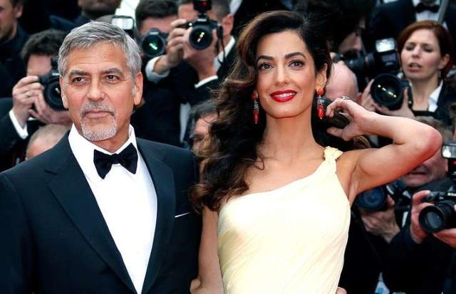 Vợ chồng tài tử George Clooney vừa đón cặp sinh đôi một trai và một gái chào đời vào ngày 6//6/2017.