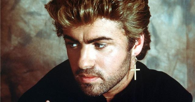 Trong sự nghiệp của mình, George Michael từng bán được hơn 115 triệu đĩa hát, giành 2 giải Grammy, là người hoạt động từ thiện tích cực