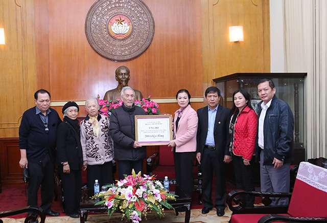 Gia đình cụ Minh Hồ dành 200 triệu đồng ủng hộ đồng bào miền Trung khắc phục hậu quả mưa lũ