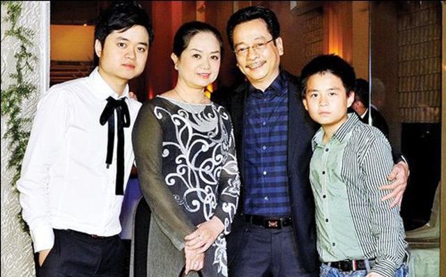 Gia đình hạnh phúc của nghệ sỹ Hoàng Dũng.