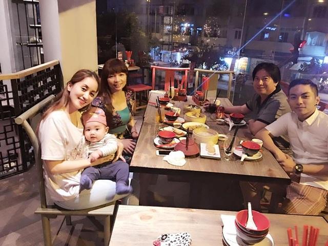 Khánh Thi đón Giáng sinh bên gia đình Phan Hiển.