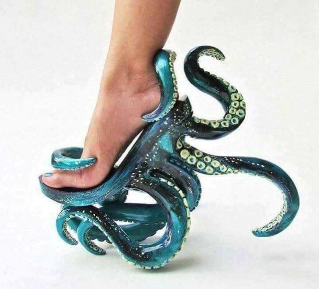 Ai sẽ là người dũng cảm đi đôi giày này?