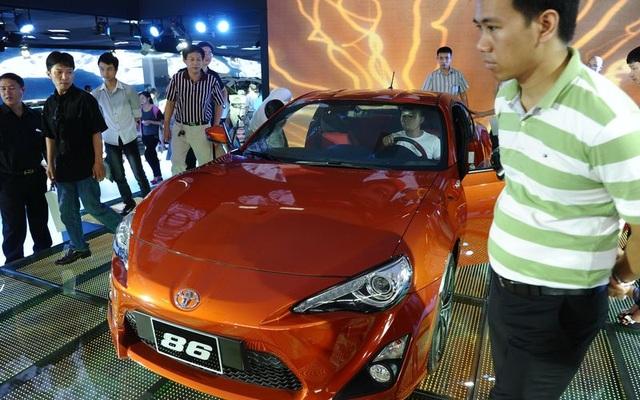 Xe nhập khẩu nguyên chiếc được cho là sẽ tràn vào Việt Nam từ năm 2018 (ảnh Bloomberg)