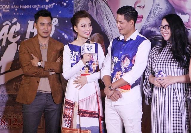 """Mai Thu Trang chia sẻ: """"Đây là dự án phim điện ảnh thứ 2 mà hai chị em chúng tôi cùng thực hiện. Tôi luôn luôn muốn đồng hành với Huyền trong những dự án đó. Tôi rất hạnh phúc khi được đạo diễn Hoàng Ngân giao một vai nhỏ trong phim""""."""