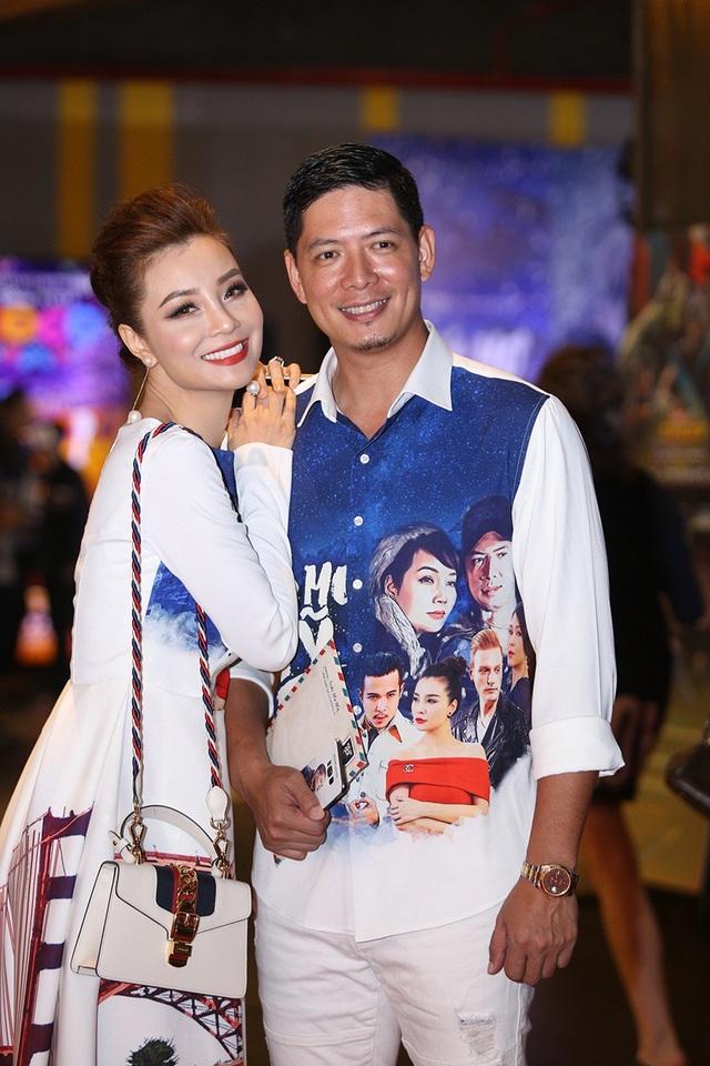 """Khi được hỏi có khó khăn gì khi thực hiện dự án này không, Mai Thu Trang đáp: """"Không có gì quá khó với Trang vì tuy không tham gia chính thức trong lĩnh vực điện ảnh nhưng Trang đã được tiếp xúc với nghệ thuật từ bé nhờ truyền thống gia đình. Mỗi dự án mang đến cho Trang một trải nghiệm khác nhau. Trong ảnh, cô thân thiết tạo dáng cùng nam diễn viên chính Bình Minh."""