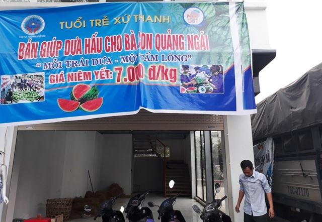 Các bạn trẻ xứ Thanh mua dưa của nông dân tỉnh Quảng Ngãi về Thanh Hóa bán