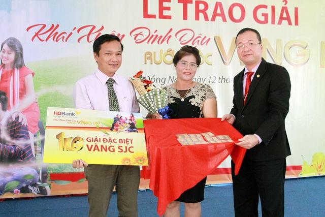 Khách hàng trúng giải đặc biệt của HD Bank