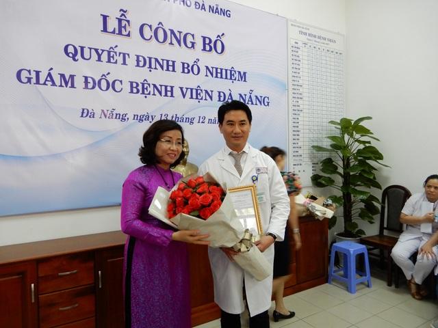 Ông Lê Đức Nhận nhận quyết định bổ nhiệm giữ chức vụ Giám đốc Bệnh viện Đà Nẵng