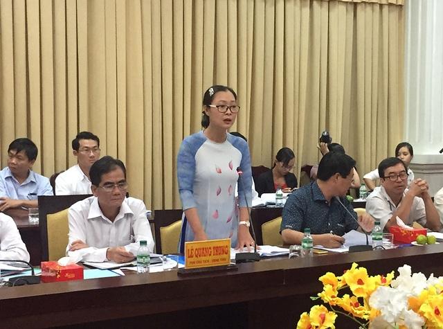 Giám đốc Sở GD-ĐT Vĩnh Long Nguyễn Thị Quyên Thanh nêu kiến nghị với đoàn kiểm tra