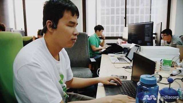 Nguyễn Giang làm việc tại văn phòng Grab Singapore. (Ảnh: CNA)