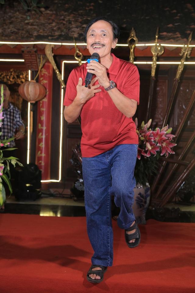 Nghệ sỹ Giang còi cũng thể hiện một bài hát.